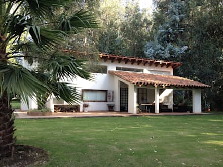 Casa La Punta: Casas de estilo rústico por Grupo E Arquitectura y construcción