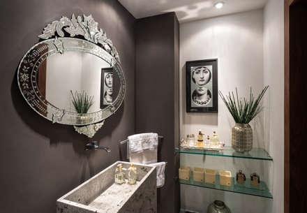 Cobertura Sion: Banheiros modernos por Andréa Buratto Arquitetura & Decoração