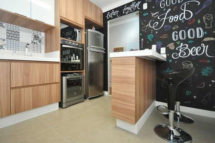 Apartamento Vila Mariana: Cozinhas ecléticas por Condecorar Arquitetura e Interiores