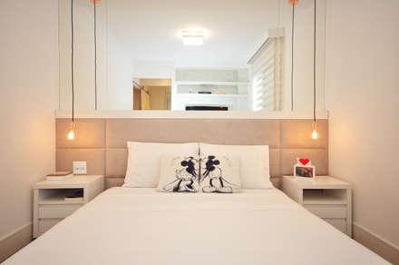 Apartamento Vila Mariana: Quartos  por Condecorar Arquitetura e Interiores