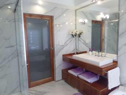 Baño en Suite terminado: Baños de estilo clásico por Himis, Habis y Haim