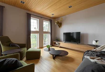 asian Living room by 耀昀創意設計有限公司/Alfonso Ideas