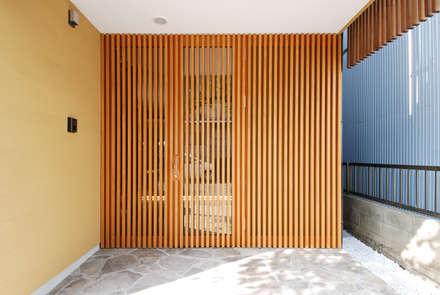 Corridor & hallway by 藤井伸介建築設計室