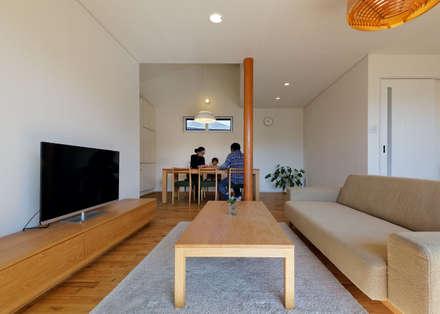 ミニマムデザイン空間: 磯村建築設計事務所が手掛けたダイニングです。