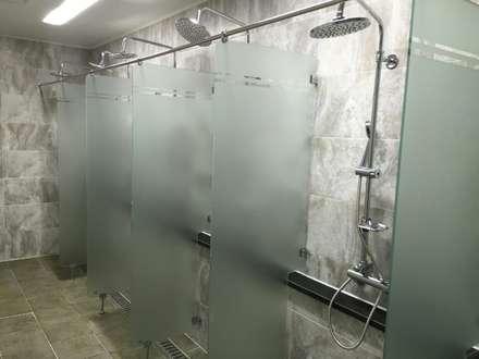 대형 피트니스센터 - 마스터짐: 모든스토어의  화장실