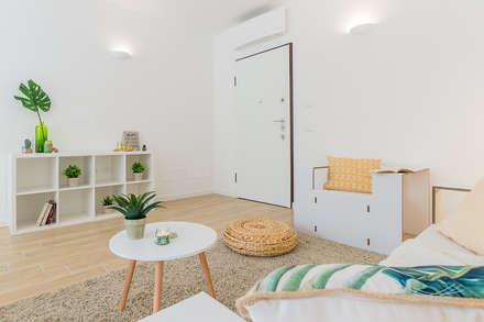 Appartamento campione in cantiere: Soggiorno in stile in stile Scandinavo di Home Staging & Dintorni