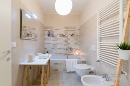 Appartamento campione in cantiere: Bagno in stile in stile Scandinavo di Home Staging & Dintorni