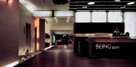 台中Being  Spa休閒運動中心:  牆壁與地板 by 鼎爵室內裝修設計工程有限公司