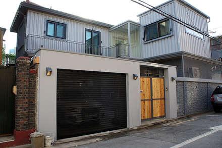 Garages de estilo moderno por SPACEHWA