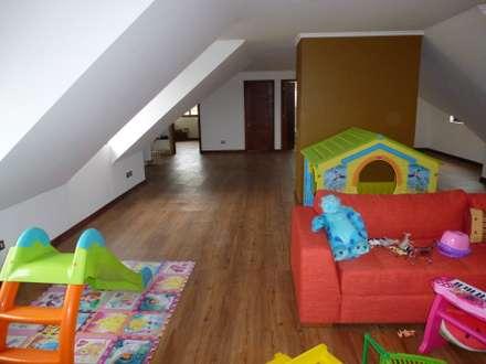 rustic Nursery/kid's room by Floover Latam
