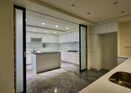/3:  廚房 by 世家新室內裝修公司