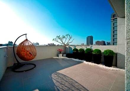 頂樓:  庭院 by 世家新室內裝修公司