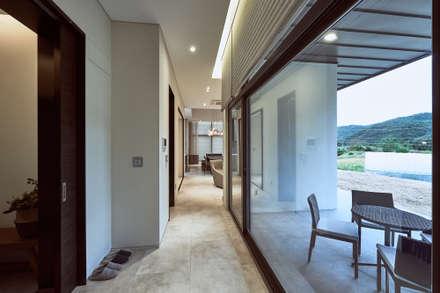 Corridor & hallway by Design Anche
