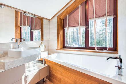Ванная комната при основной спальне: Ванные комнаты в . Автор – ARK BURO
