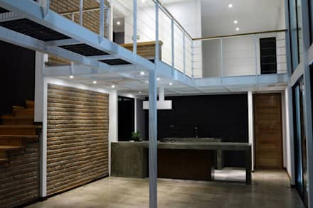 ILUMINACIÓN LED DE RECINTOS DESDE ESTAR COMEDOR: Paredes y pisos de estilo mediterraneo por Directorio Inmobiliario
