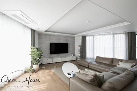 modern Living room by CHARM_HOUSE