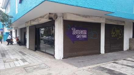 TOUCAN CAFÉ: Bares y discotecas de estilo  por tresarquitectos