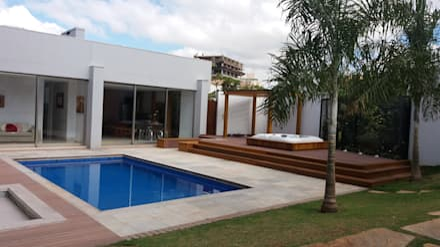 Residência Fazenda da Serra: Piscinas modernas por Monica Guerra Arquitetura e Interiores
