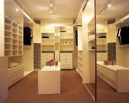 Interiores: Closets modernos por Daniela Tolotti Arquitetura e Design
