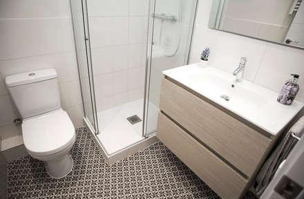 Cuarto de baño: Baños de estilo moderno de Grupo Inventia