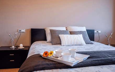 Dormitorios de estilo rústico por MORANDO INMOBILIARIA