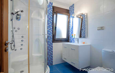 CHALET EN CHAS - COIROS (A CORUÑA): Baños de estilo rústico de MORANDO INMOBILIARIA