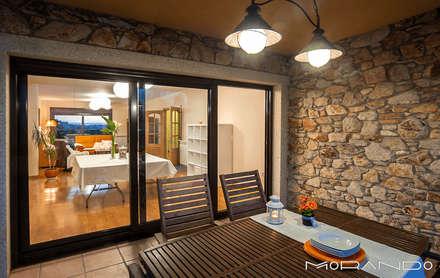 CHALET EN CHAS - COIROS (A CORUÑA): Casas de estilo rústico de MORANDO INMOBILIARIA