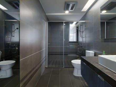 低調奢華:  浴室 by 倍果設計有限公司