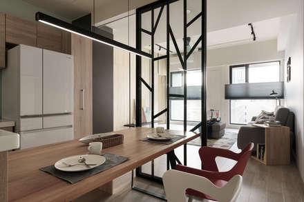scandinavian Dining room by 羽筑空間設計