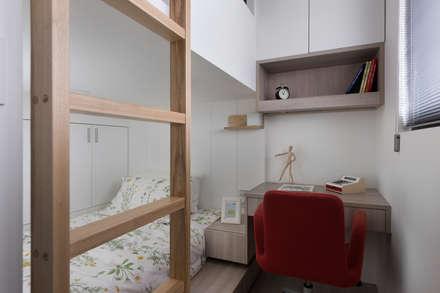 scandinavian Bedroom by 倍果設計有限公司