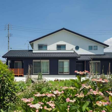 外観南面: 小栗建築設計室が手掛けた家です。