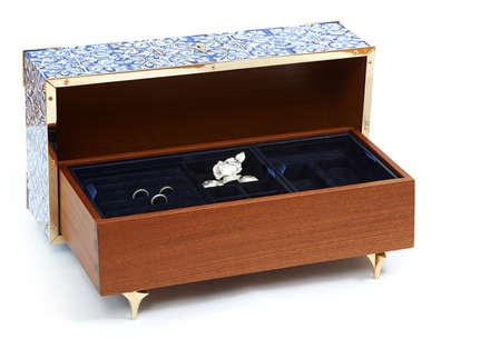 Guilty   Caixa de Jóias   Jewel Box: Closets clássicos por Bat eye