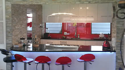 Modern gloss kitchen: modern Kitchen by SCD Kitchens