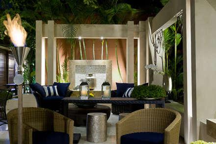 Patio/ varanda  : Jardins ecléticos por Interart Design de Interiores