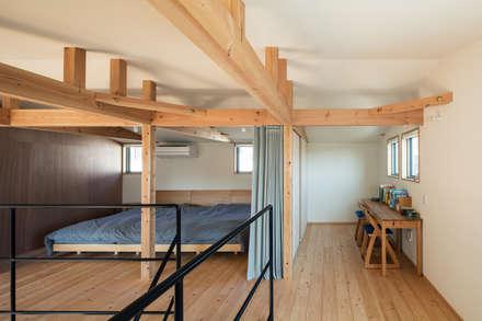 S-house: coil松村一輝建設計事務所が手掛けた寝室です。