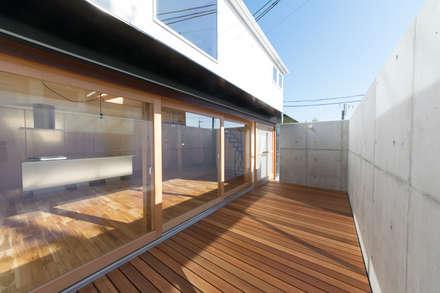 S-house: coil松村一輝建設計事務所が手掛けたベランダです。