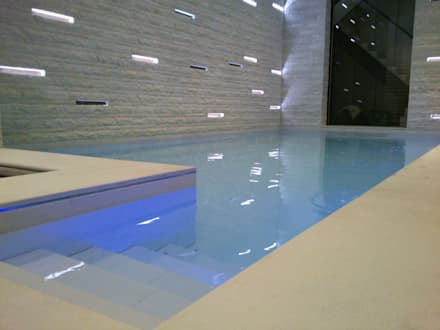 Luxury Pool with a Moving Floor: modern Pool by London Swimming Pool Company