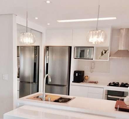 Apartamento C/D: Cozinhas minimalistas por Nataly Aguiar Arq e Interiores