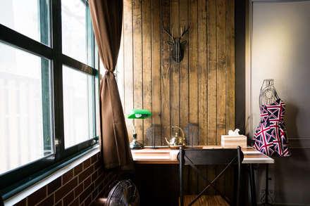 木條牆配合設計鹿頭:  商業空間 by Lee Design International 空間&室內設計
