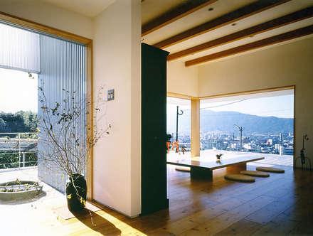 キュウ邸: 柳瀬真澄建築設計工房 Masumi Yanase Architect Officeが手掛けた庭です。
