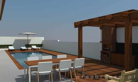 Jardim Exterior com piscina - Depois: Piscinas modernas por Areabranca