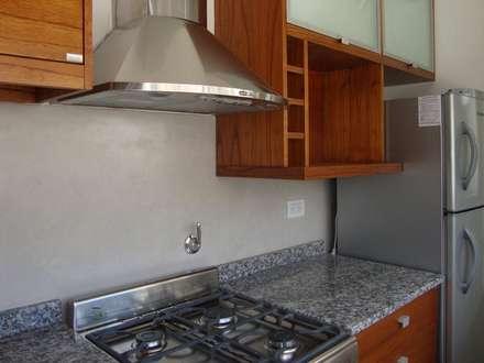 REMODELACION DEPARTAMENTO EN BELGRANO: Cocinas de estilo moderno por Arquitecta MORIELLO
