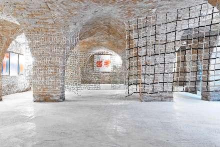 PALAZZO BECCAGUTI CAVRIANI: Cantina in stile in stile Moderno di studio di architettura DISEGNO