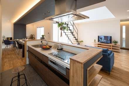 modern Kitchen by LITTLE NEST WORKS