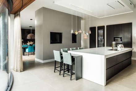 Totaalconcept Villa te Oisterwijk: landelijke Keuken door Drijvers Oisterwijk bv
