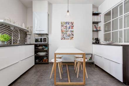 Rénovation d'un appartement Rue Daru: Cuisine de style de style Scandinave par Mon Concept Habitation
