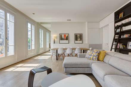 Rénovation d'un appartement Rue Daru: Salle à manger de style de style Scandinave par Mon Concept Habitation