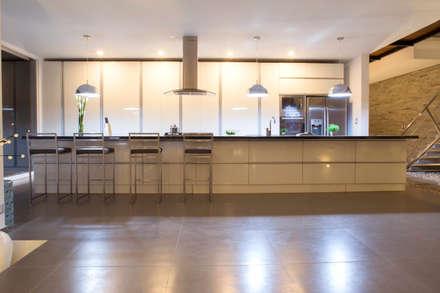 3 Familias - 3 Cubos: Cocinas de estilo moderno por Chetecortes Arquitectos