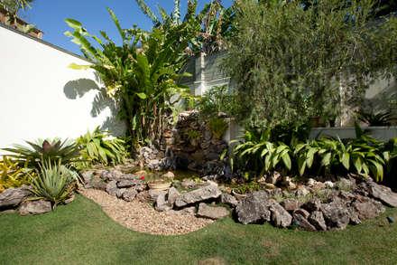 CASA J.J: Jardins clássicos por Eustáquio Leite Arquitetura