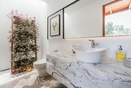 BAÑO: Baños de estilo moderno por DMS Arquitectas